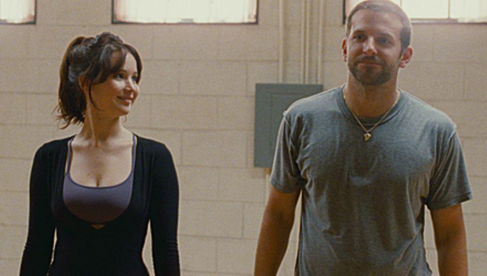 Tiffany (Jennifer Lawrence) und Pat (Bradley Cooper) kommen sich bei den gemeinsamen Tanzstunden näher.
