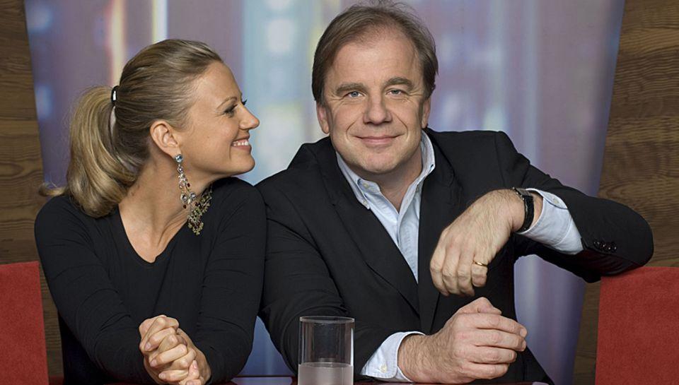 Barbara Schöneberger und Hubertus Meyer-Burkhardt moderieren seit Januar 2008 die NDR-Talksow.