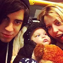 Glückliche Familie: Peaches Geldof twittert sehr gern Fotos, die sie, Ehemann Tom Cohen und den kleinen Astala zeigen.