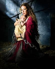 """In """"Das Vermächtnis der Wanderhure"""" bringt Marie (Alexandra Neldel) einen Sohn zur Welt."""