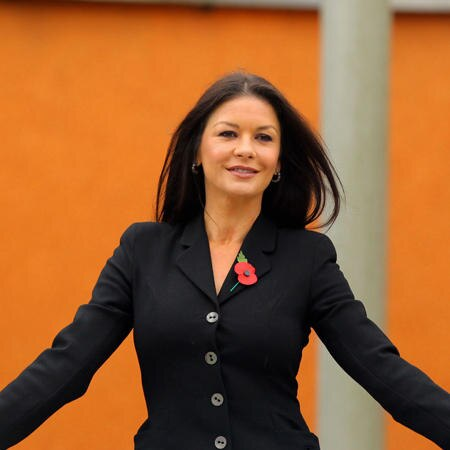 catherine zeta jones traum kleiderschrank ist in der mache. Black Bedroom Furniture Sets. Home Design Ideas