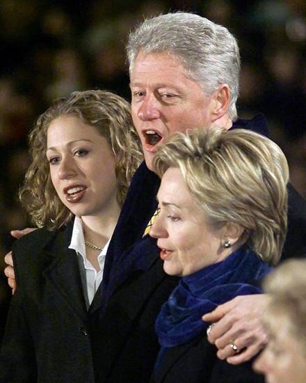 Chelsea Clinton 1992 - 2000: Als schüchterne Zwölfjährige mit Zahnspange zog Chelsea ins Weiße Haus. Während der Lewinsky-Affäre