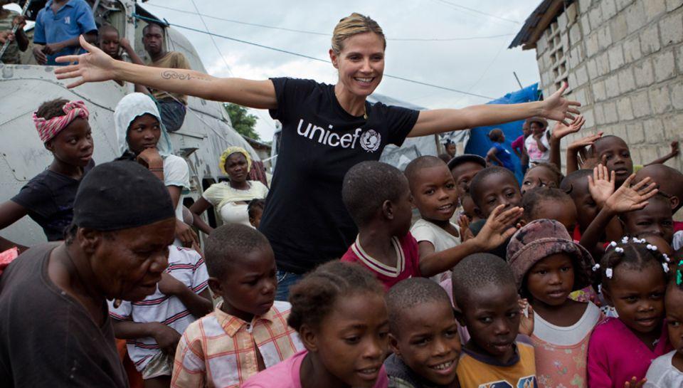 So traurig die Lebensgeschichten vieler Haitianer auch sind, so überwältigt                                     war Heidi Klum von der Fröhlichkeit und Lebenslust d