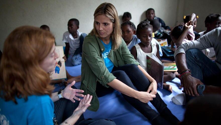 Hauptsache, die Kinder müssen sich nicht auf der Straße rumtreiben: Heidi beim Besuch eines Jugendzentrums in Cité Soleil. Hier