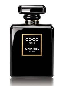 """Die österreichische Schauspielerin Nora von Waldstätten, 31, trägt gern Chanel, auch auf großen Events (""""Coco Noir"""", EdP, 50 ml,"""