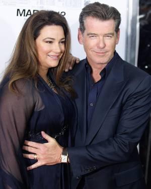 """Pierce Brosnan, 59, nennt seine zweite Ehefrau Keely Shaye Smith, 49 (hier bei einer Filmpremiere in New York) seine """"Retterin""""."""