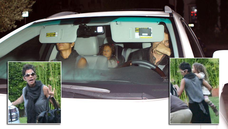 Aufgebracht steigen Halle Berry, Tochter Nahla und Olivier Martinez nach der Prügelei ins Auto.