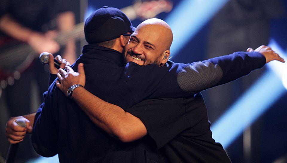 """Nach ihrem Auftritt bei """"X Factor"""" sind Xavier Naidoo uhd Moses Pelham sichtlich erleichtert."""