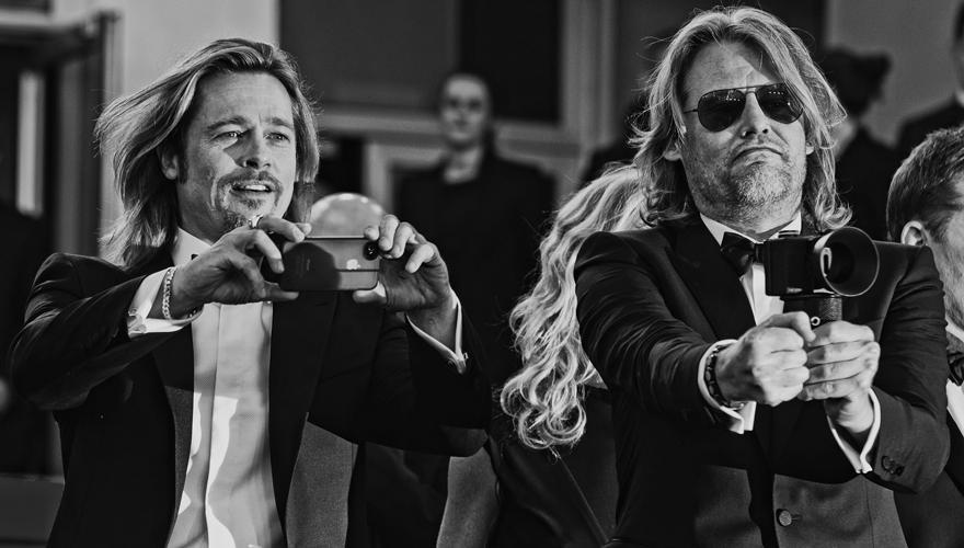 """Spiel mit den Kameras: Brad Pitt und """"Killing Them Softly""""-Regisseur Andrew Dominik Ende Mai bei der Präsentation in Cannes."""
