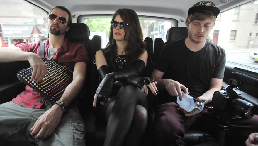"""Melbourne: Rechts Fotograf Chris, links mein Gitarrist Robinson. Langsam kommt der Jetlag durch."""