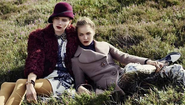 Dandy Girls: Fell zu Leder zu Seide zu Strick - ein neuer Materialreichtum sorgt für opulente Herbst-Looks in der neuen GALA sty
