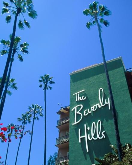 """In der """"Polo Lounge"""" des Hotels """"Beverly Hills"""" genehmigt man sich stilvoll ein paar Drinks. Sonntags kommt Dita gern hierher, u"""