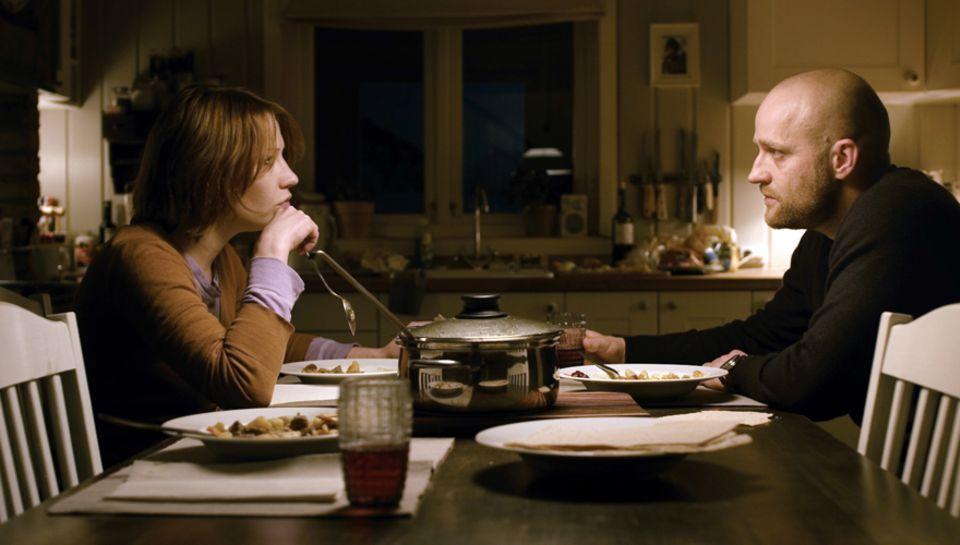 """Unbequem, hochspannend und poetisch - der Film """"Gnade"""", in dem Minichmayr und Vogel ein verzweifeltes Ehepaar spielen, zwingt de"""