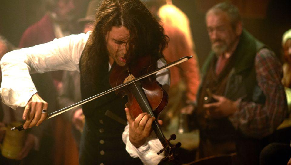 """David Garrett als """"Teufelsgeiger"""" Niccolò Paganini (1782 – 1840). Für den Film, der 2013 ins Kino kommt, schrieb er auch das Dre"""