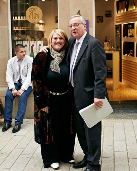 Zufällige Begegnung:Léa Linster mit Premierminister Jean-Claude Juncker, links ihr Sohn Louis.