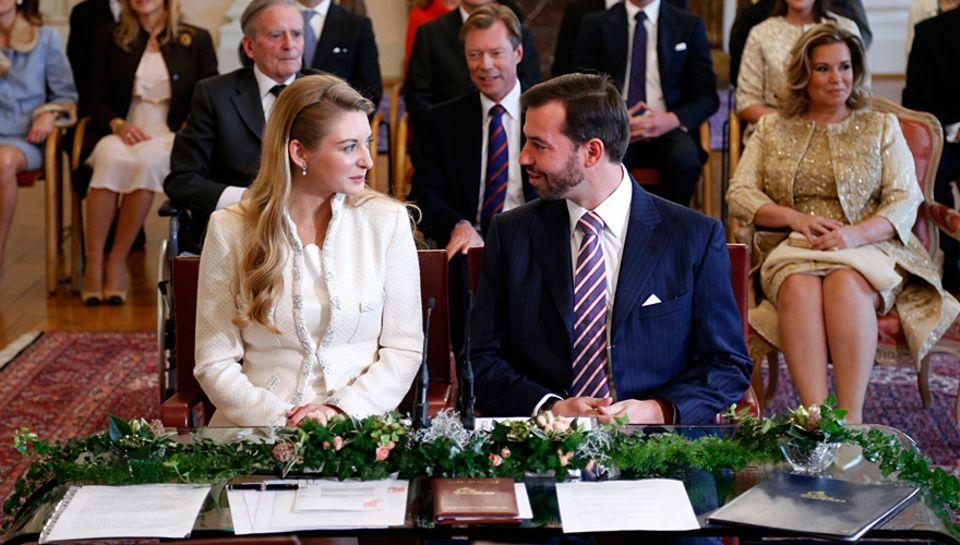 Stéphanie de Lannoy und Guillaume von Luxemburg bei der standeasamtlichen Trauung.