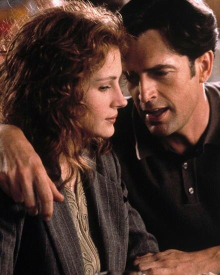 """1997: Als schwuler Buddy von Julia Roberts begeisterte Rupert Everett in """"Die Hochzeit meines besten Freundes"""" Millionen."""