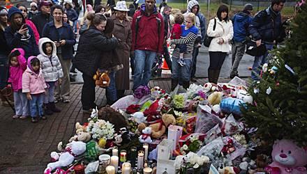 Die Menschen in Newtown trauern um die Opfer des Schul-Attentats.