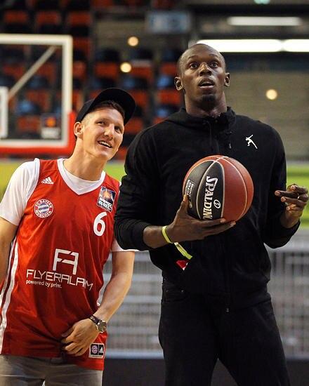 Jamaikanisch-bayerische Freundschaft: Usain Bolt mit Fußballstar Bastian Schweinsteiger. Bolt hat enge Bindungen zu Bayern Münch