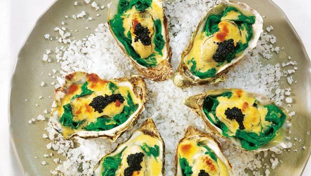 Leichter Luxus: Gratinierte Austern mit Spinat und Weißweinsoße