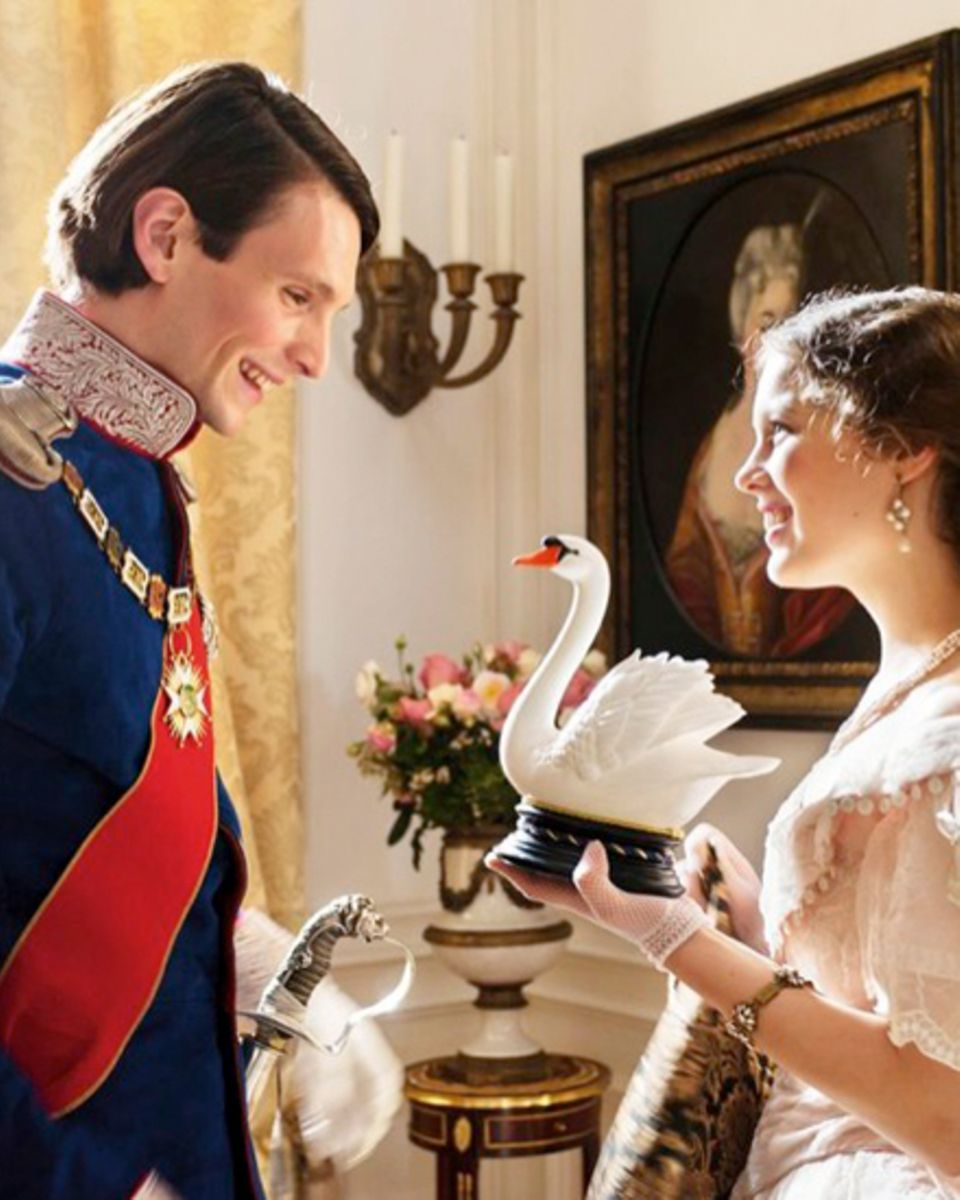 """Ludwig II. (Sabin Tambrea) findet in Sophie Herzogin in Bayern (Paula Beer) seine Lohengrin-""""Elsa"""" - aber leider dann doch keine"""