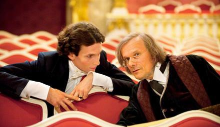 """DEr junge König Ludwig II. (Sabin Tambrea) und seine große Inspiration Richard Wagner (Edgar Selge) überlegen, wie der """"Lohengri"""