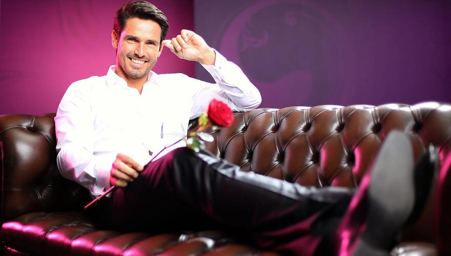 """""""Möchtest du diese Rose haben?"""" Diese Frage stellt Bachelor Jan immer mittwochs ab 21.15 Uhr auf RTL."""