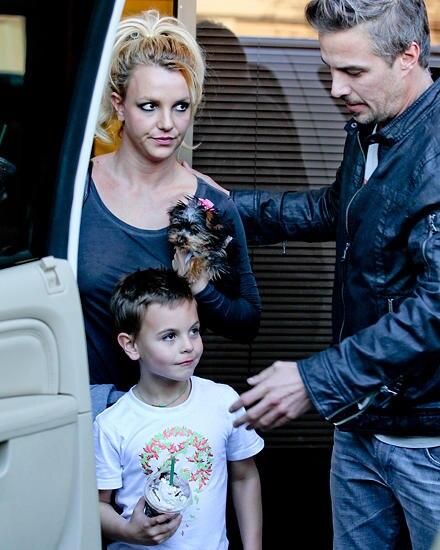 Britney Spears Anfang Dezember mit ihrem Verlobten Jason Trawick und Sean Preston in Los Angeles.