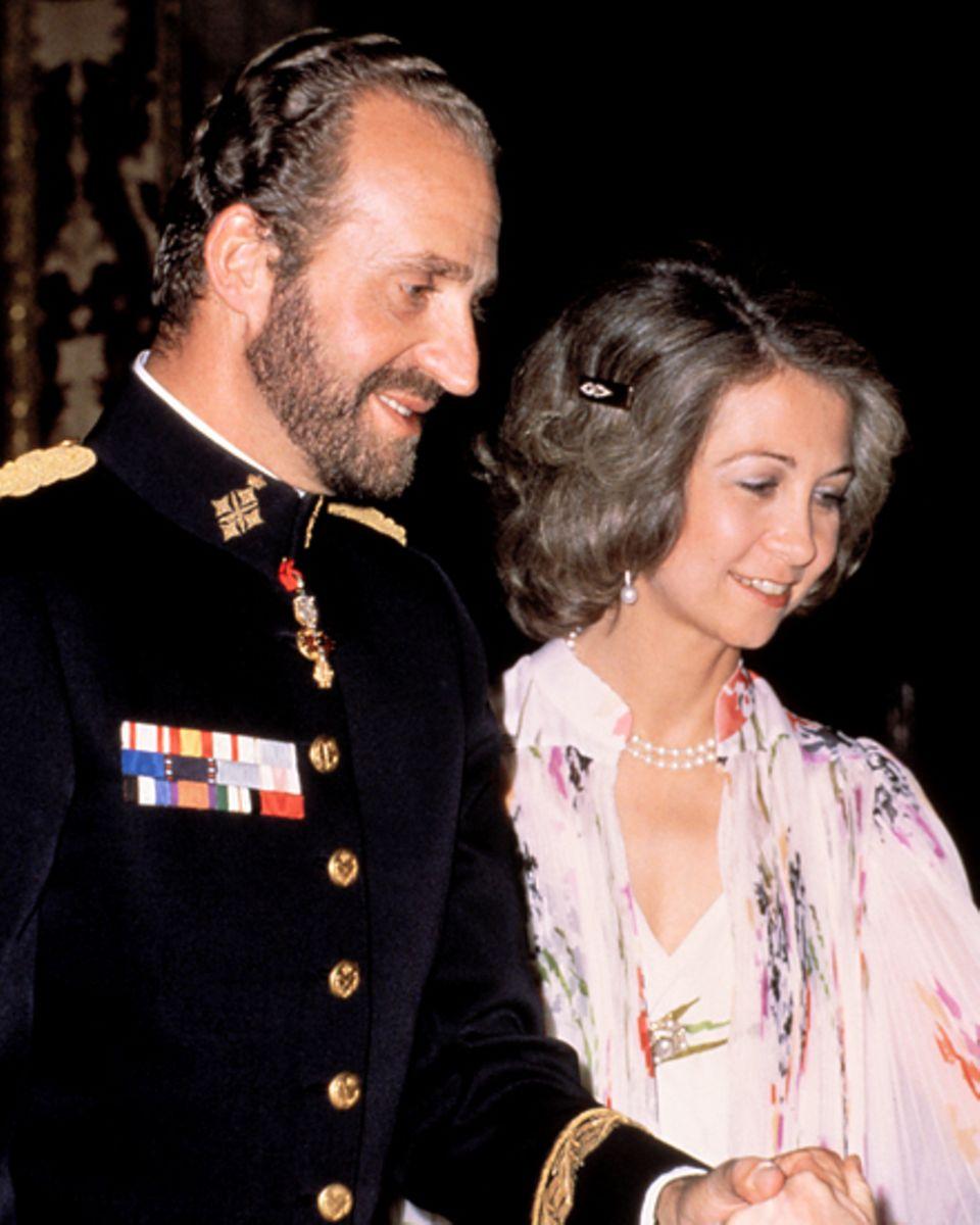 War früher alles besser? Richtig schnittig sah Juan Carlos 1979 hier mit Ehefrau Sofia aus. Den charismatischen Womanizer nimmt