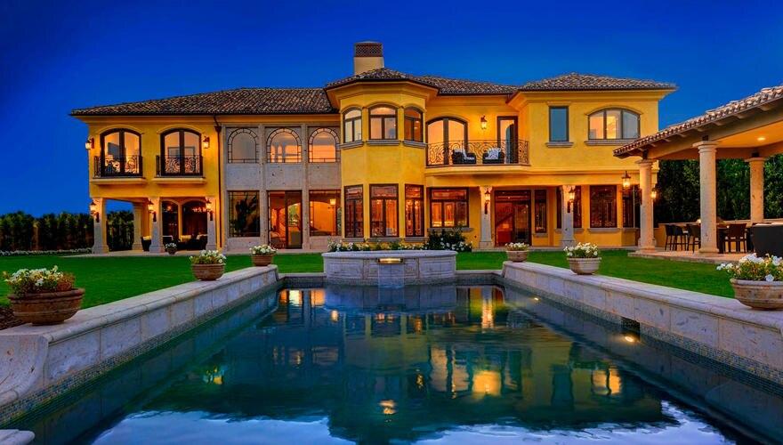 Die italienische Villa in ihrer vollen Pracht. Auch wenn das Anwesen nahezu perfekt ist, lassen Kanye und Kim noch einige Umbaua