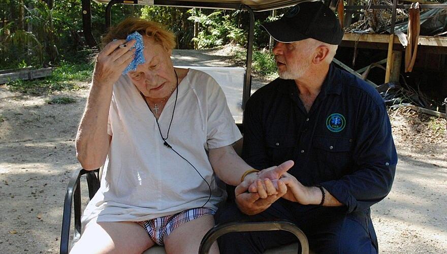 """Helmut Berger muss auf Anraten von """"Dr. Bob"""" das Dschungelcamp verlassen."""