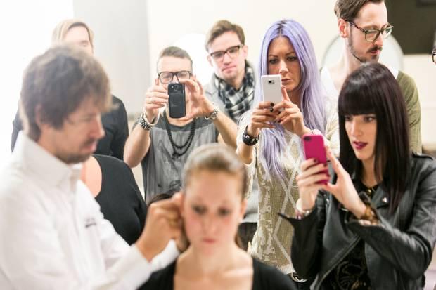 Fashion Week Berlin: Die Kreationen von André Märtens lösen viel Begeisterung aus.