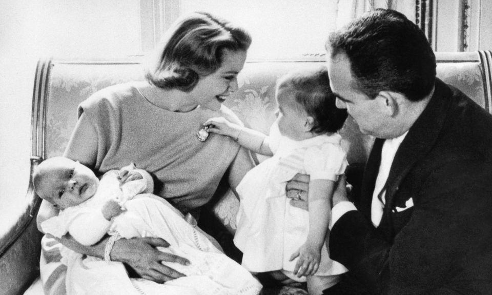Landesmutter: Fürstin Gracia Patricia und Fürst Rainier von Monaco mit ihren Kindern, Prinz Albert (li. auf dem Arm) und Prinzessin Caroline.