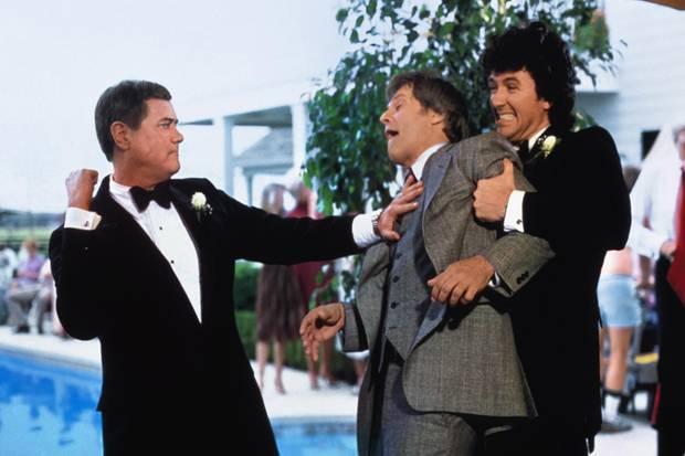 """Wie alles begann J.R. und Bobby Ewing in einer frühen """"Dallas""""–Episode im Clinch mit ihrem Erzfeind Cliff Barnes. Neue Folgen: RTL, Start: 29.1., danach dienstags, 22.15 Uhr"""