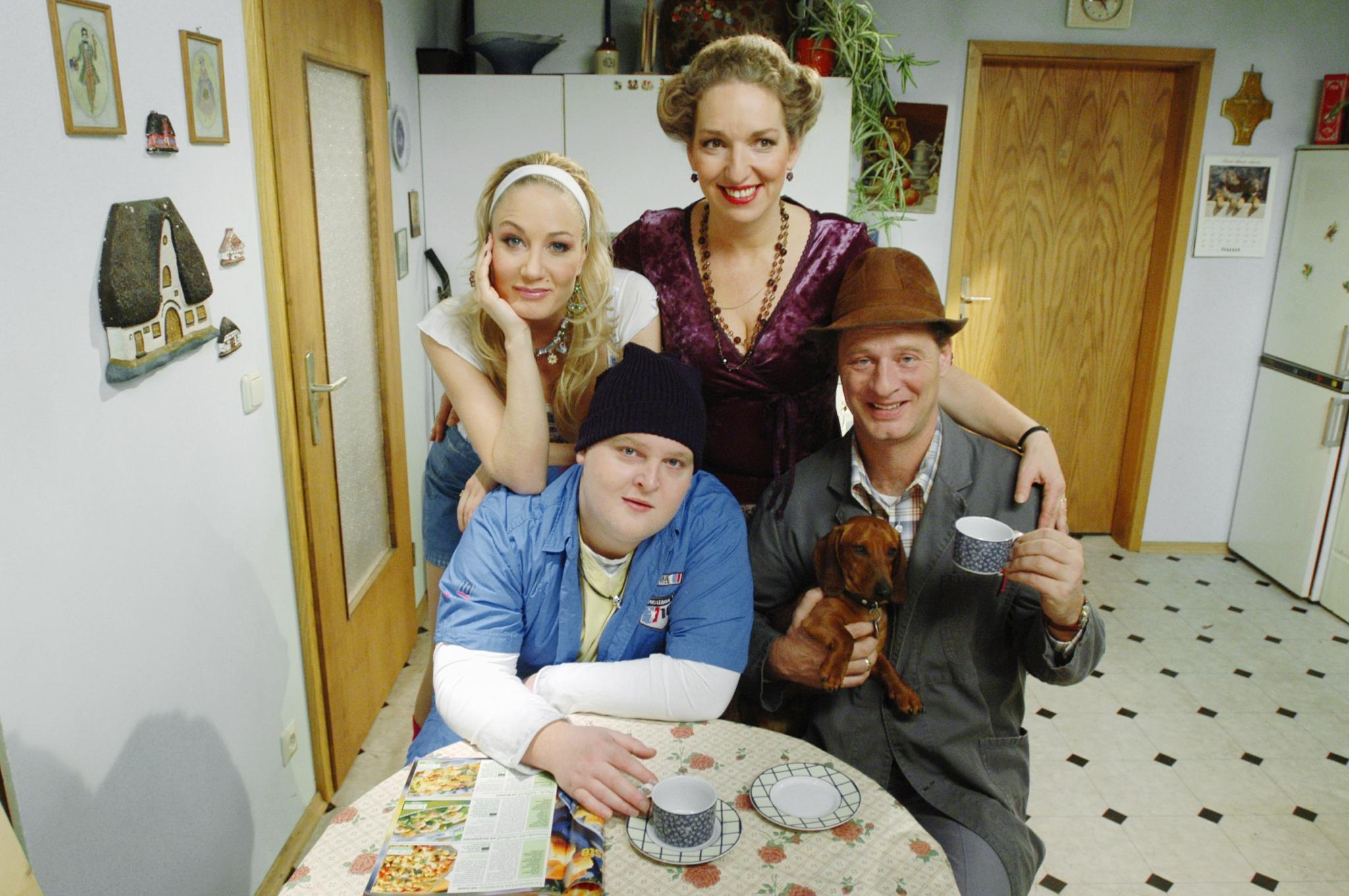 """1999 bis 2010: Die Schauspielerin als blonde Carmen in """"Hausmeister Krause""""."""