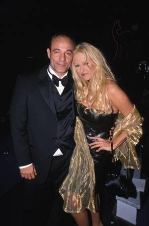 """Mit Heiner Lauterbach kam Jenny 1996 zusammen. Kurz vorher hatte sie mit einem freizügigen Kurzauftritt im Film """"Männerpension"""" für Aufmerksamkeit gesorgt. Diese Liebe hielt vier Jahre."""