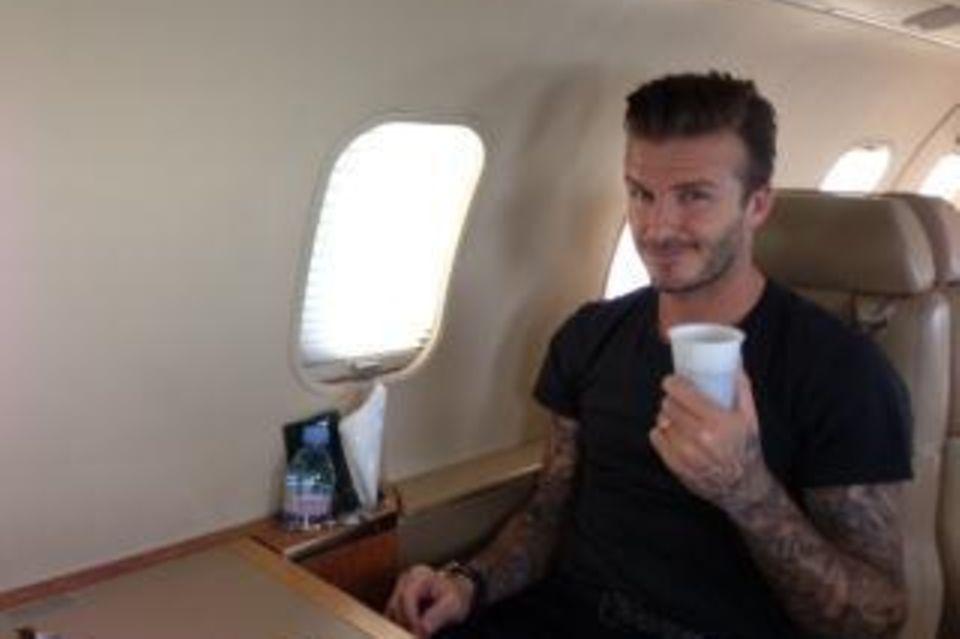 David Beckham im Flieger nach Paris