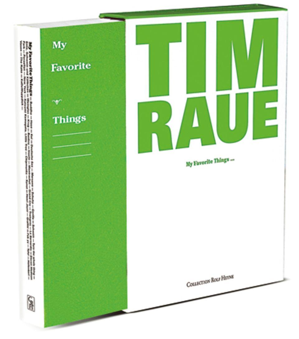 """In seinem ersten Kochbuch gibt Zwei-Sterne-Koch Tim Raue Einblicke in seine sonst streng geheime brot- und nudelfreie Küche. Cooles Extra: Tims Geschirr- und Lifestyle-Favoriten.  (Tim Raue: """"My Favourite Things"""", Collection Rolf Heyne, 560 S., 75 Euro)"""