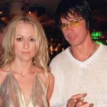 """Jenny Elvers und Alexander Jolig im Juli 2000 bei einer Filmpremiere. Aus der fünfmonatigen Beziehung der Schauspielerin und des """"Big Brother""""-Stars stammt der gemeinsame Sohn Paul."""