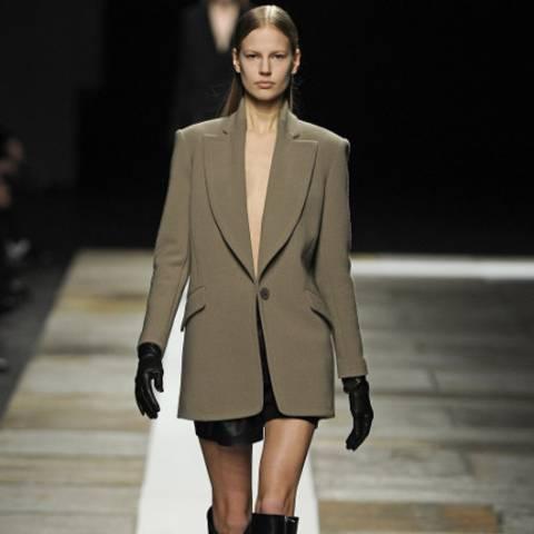 Model bei Olivier Theyskens