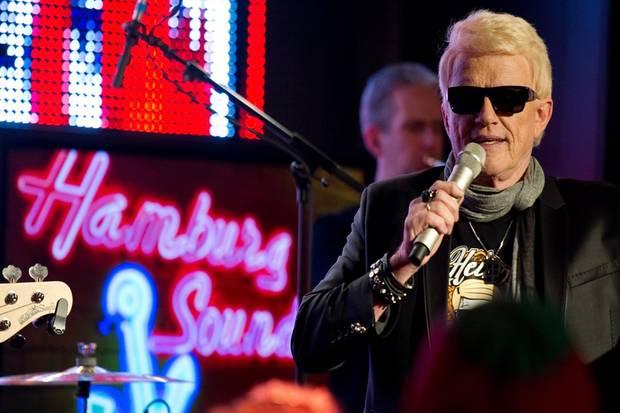 """Heino Superstar: Bei der CD-Präsentation in Hamburg wurde schnell klar: Heinos neues Album hat Hit-Potenzial. Zu hören sind darauf seine Versionen von Rocksongs wie Rammsteins """"Sonne"""", """"Junge"""" von den Ärzten und Peter Fox' """"Haus am See""""."""