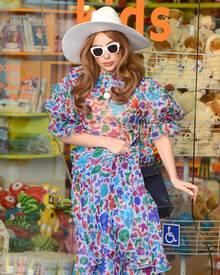 Schmal und verletzlich und geschützt vor zu viel Sonne: Gaga Ende Januar in Beverly Hills. Selbst da wollte sie noch stark wirken und nicht zeigen, dass sie Schmerzen hat.