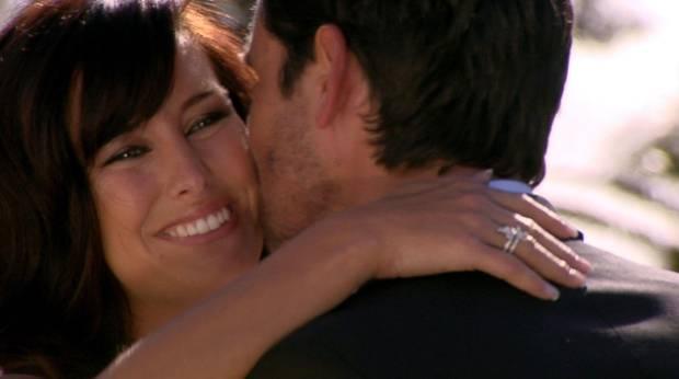 """Mit gefrorenem Lächeln verabschiedet sich Mona vom Bachelor, dem sie zu nahe gekommen war.    Alle Infos zu """"Der Bachelor"""" im Special bei RTL.de: http://www.rtl.de/cms/sendungen/show/der-bachelor.html"""