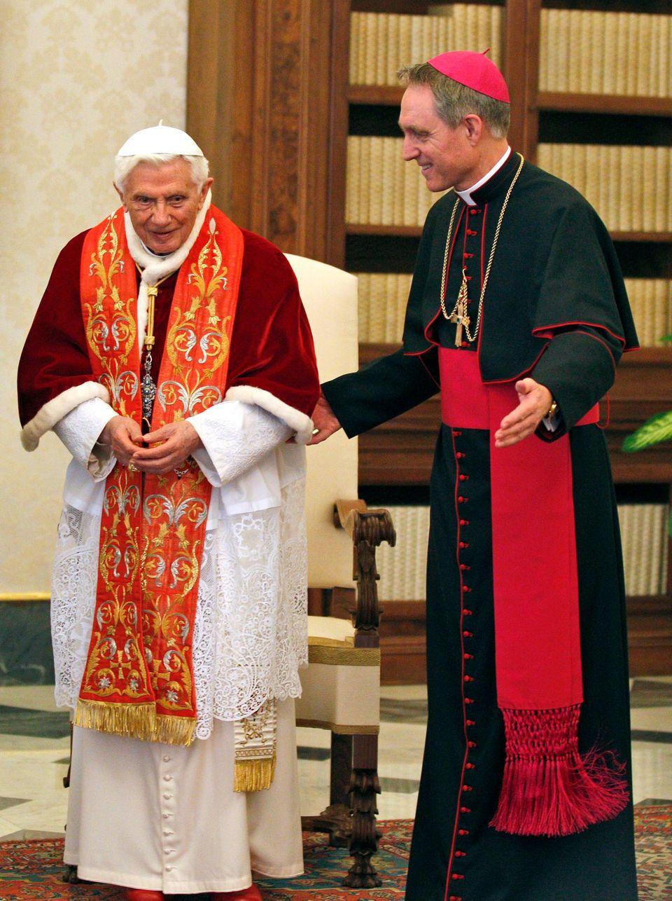 Mit Monsignore Georg Gänswein hielt Benedikt XVI. vor wenigen Tagen eine seiner letzten Privataudienzen im Vatikan ab.