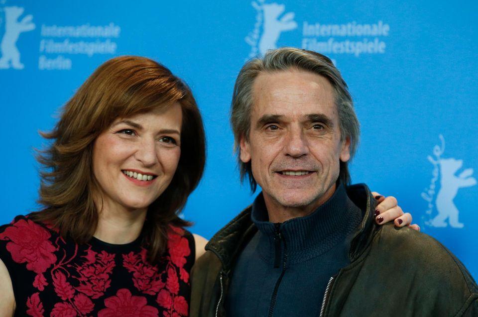 Nachtzug nach Lissabon: In der Romanverfilmung spielt Irons an der Seite von Martina Gedeck (ab 7. März im Kino).