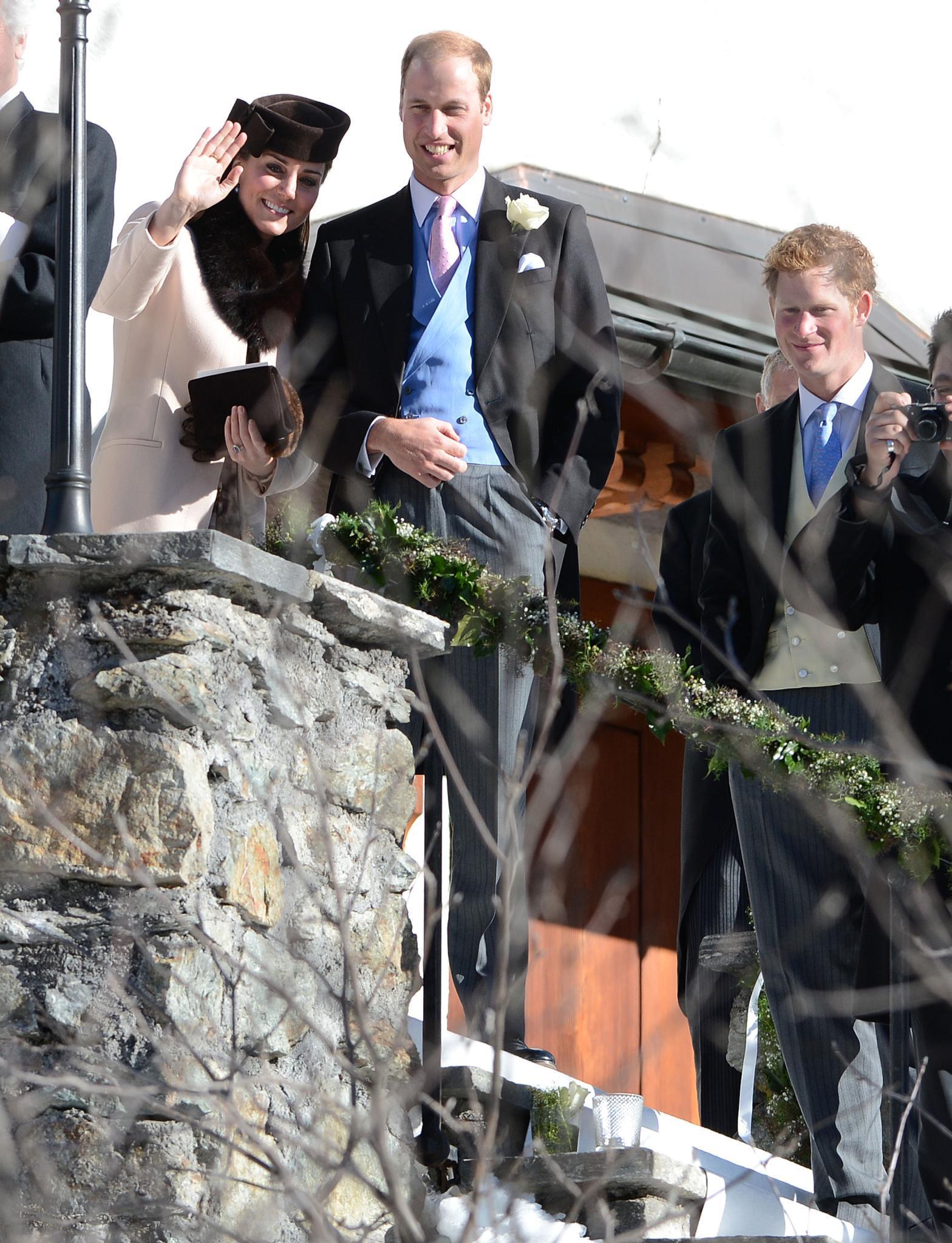 Das Herzogpaar von Cambridge und Prinz Harry besuchen die Hochzeit ihrer Freunde Laura Bechtolsheimer und Mark Tomlinson in Arosa, Schweiz.