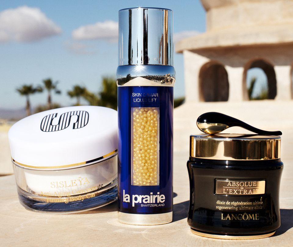 """Körpercreme """"Sisleya Fermeté Corps"""" von Sisley, """"Skin Caviar Liquid Lift"""" von La Prairie und """"Absolue L'Extrait"""" von Lancôme (von links nach rechts)"""