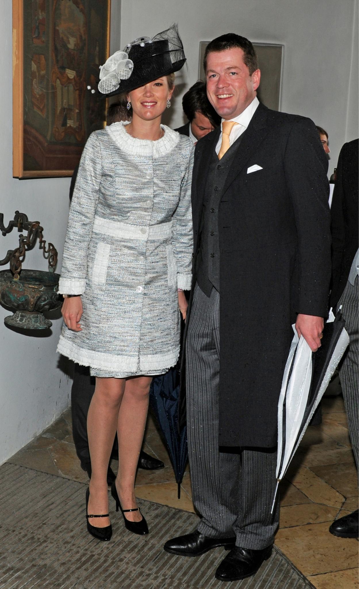 Das Paar heute ist immer noch ein Hingucker-Duo: Karl-Theodor zu Guttenberg und Gattin Stephanie im Mai 2012 bei einer Hochzeit in Oberbayern.