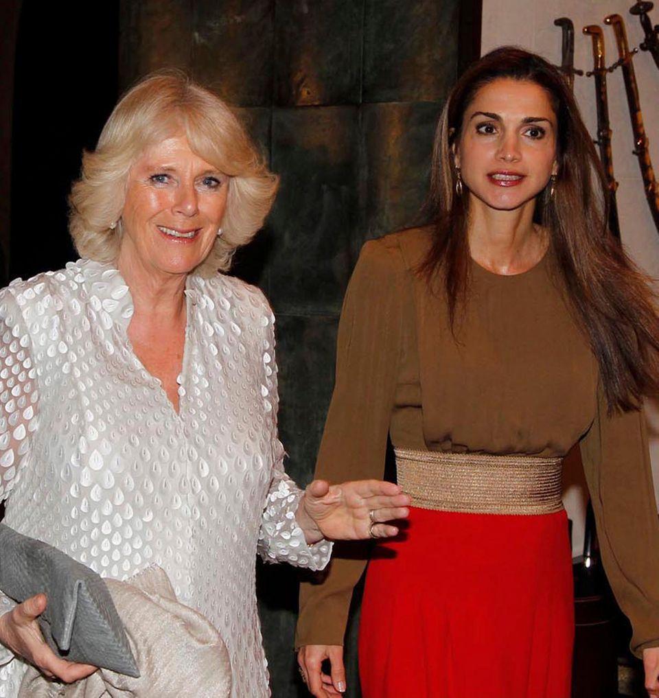 Camilla, Herzogin von Cornwall, wird von Königin Rania von Jordanien begrüßt