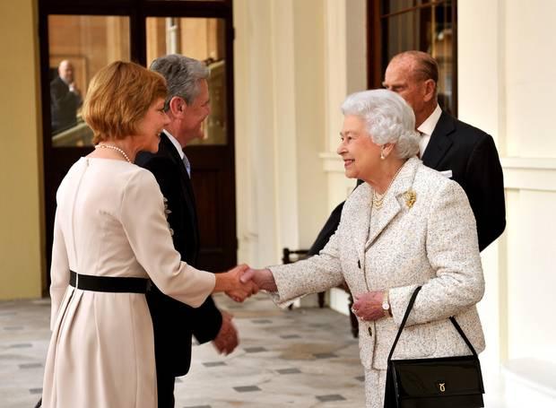 Einsatz als First Lady: Zufällig Ton in Ton aufeinander abgestimmt traf das First Couple im November auf Queen Elizabeth und Prinz Philip im Londoner Buckingham Palace.